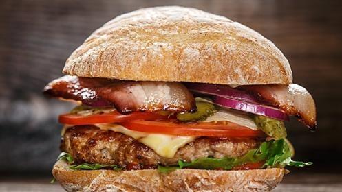 Menú de hamburguesa para dos personas por 14,50 €